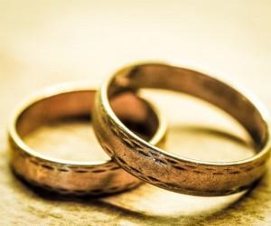 ฝันเห็นแหวนทอง