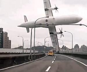 ฝันว่าเครื่องบินตก