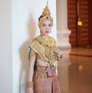 ฝันว่าใส่ชุดไทย