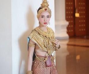 ฝันว่าใส่ชุดไทย ฝันเห็นตัวเองใส่ชุดไทย ผลคำทำนายฝัน