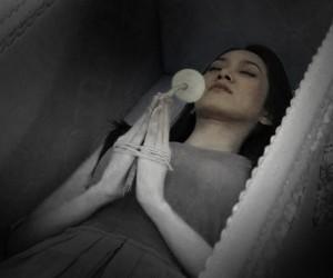 ฝันเห็นศพมัดตราสัง ฝันเห็นน้ำเหลือง ผลคำทำนายฝัน