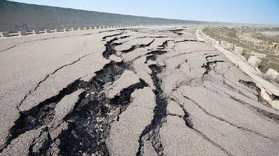 ฝันว่าแผ่นดินไหว