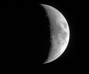 ฝันเห็นพระจันทร์ครึ่งเสี้ยว ฝันเห็นพระจันทร์ครึ่งเสี้ยวหลายดวง ผลคำทำนายฝัน